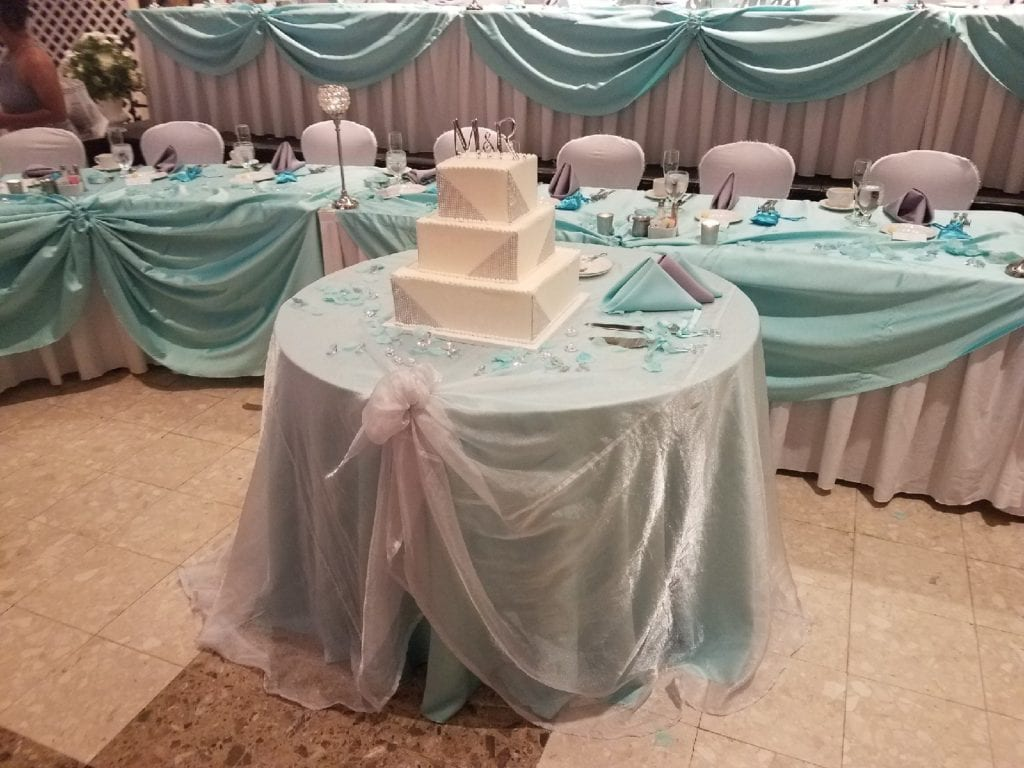 mels cake table
